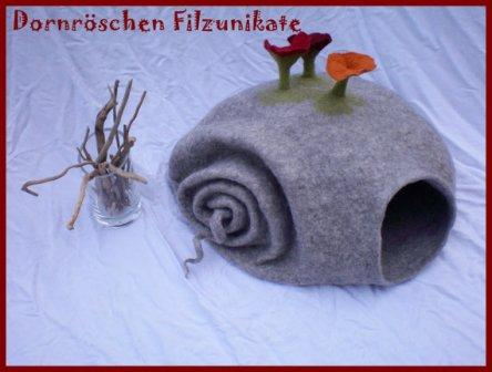 cat-cave snail with flowers