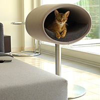 RONDO STAND in felt, a modern furniture for cats