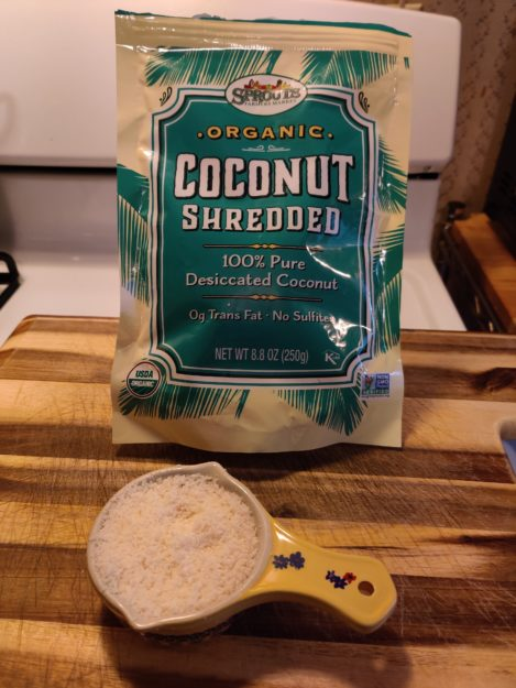 3 DIY Homemade Cat Food Recipes That Are Healthy Too FC coconut pic